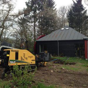 Styret underboring for ikke at skulle grave haven helt op lavet af PA underboring - Entreprenør Per Andersen